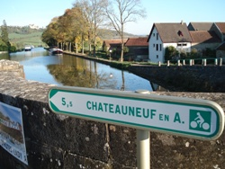 Chateauneuf-burgundy-Canal-Sign